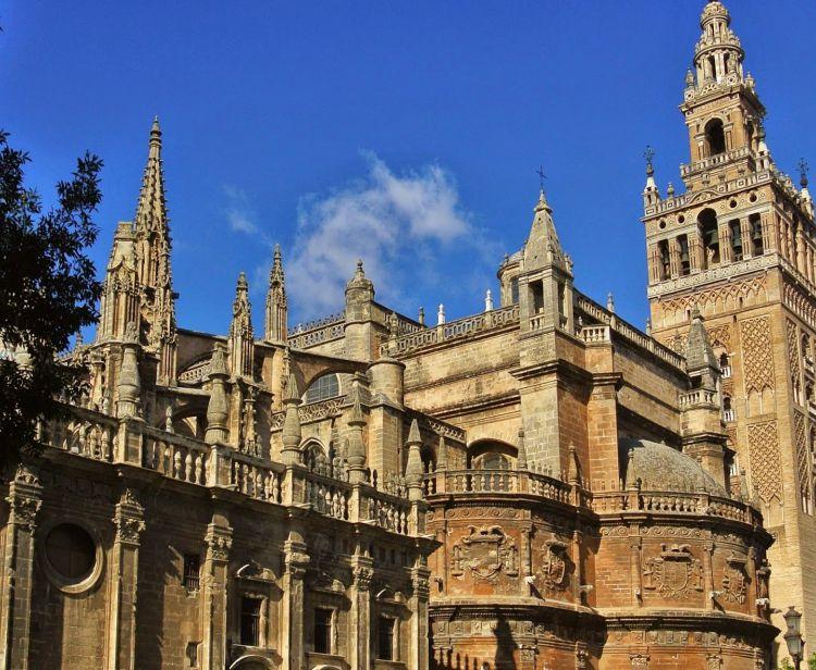 Tour Barrio Santa Cruz en Sevilla + Visita con guía a la Giralda y la Catedral de Sevilla