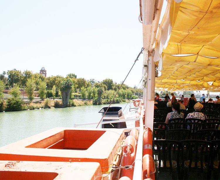 Tour Barrio Santa Cruz en Sevilla + Paseo en Barco por el Rio Guadalquivir en Sevilla