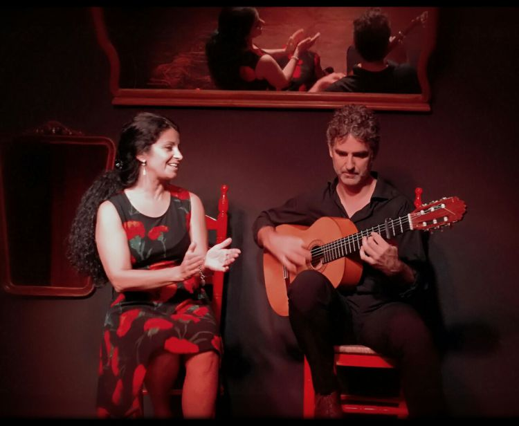 Espectáculo de Flamenco en Sevilla + Pub Crawl en Sevilla - Nightlife Tour