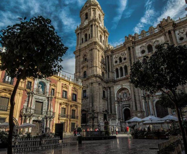 Malaga à la tombée de la nuit