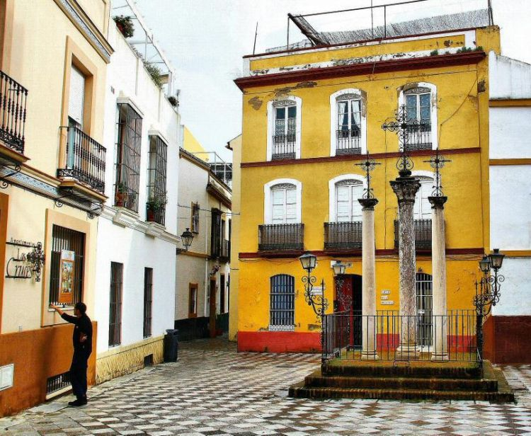 Deux quartiers avec des histoires Santa Cruz et Triana