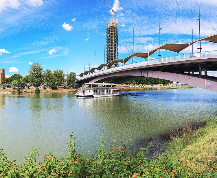 Croisière en bâteau sur la rivière