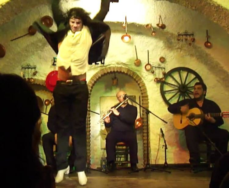 Flamenco + drink in the caves of Sacramonte