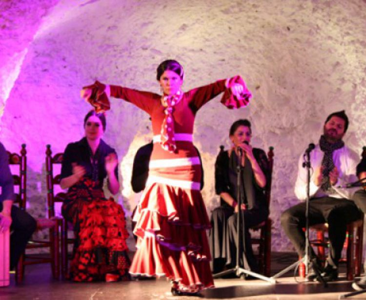 Flamenco + tapas in the caves of Sacramonte