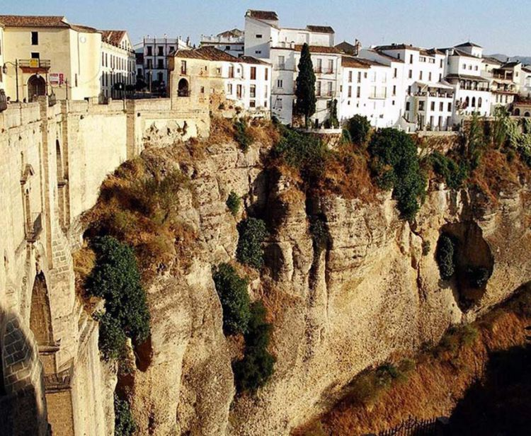Day trip from seville to white villages (ronda, arcos..)