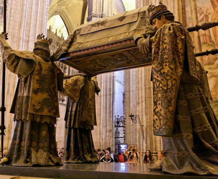 English Tour inside the Cathedral & Giralda Seville