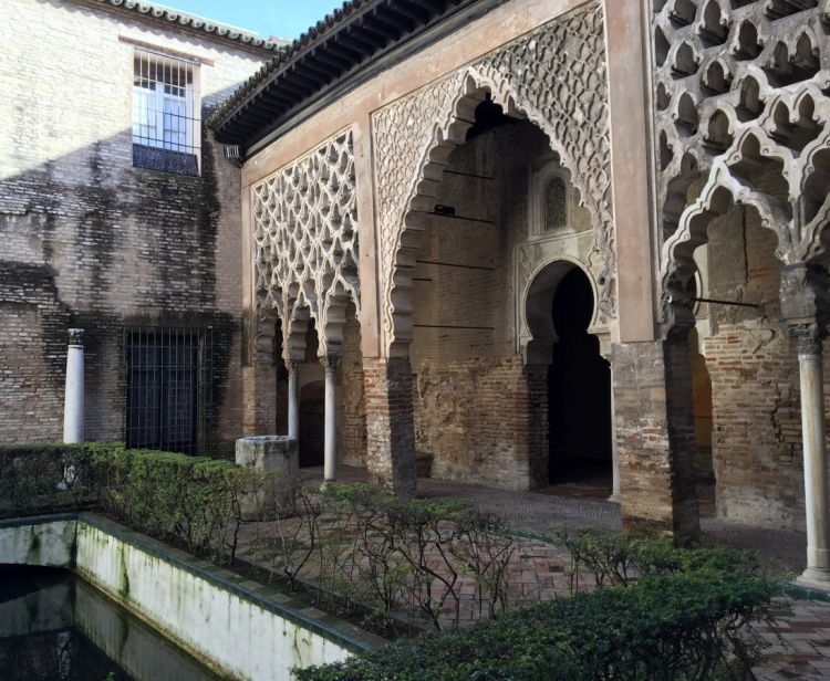 Tour inside the Royal Alcazar + Tour inside the Cathedral & Giralda + Seville Santa Cruz Jewish Quarter Tour