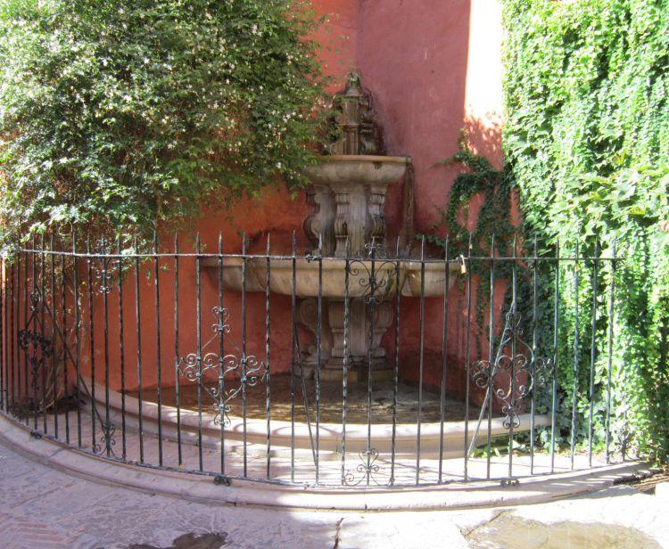 SANTA CRUZ AND ALCAZAR PRIVATE TOUR - BOAT CRUISE ON THE RIVER Seville