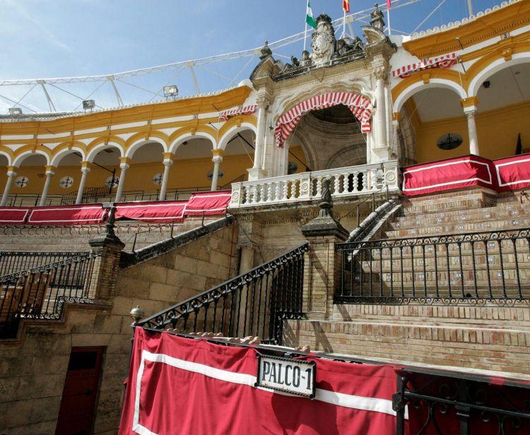 Seville Santa Cruz Jewish Quarter Tour + Seville Bullring