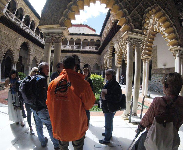 Экскурсия с гидом и билетами на Алькасар и Кафедральный собор Севильи + экскурсия по кварталу Санта-Крус