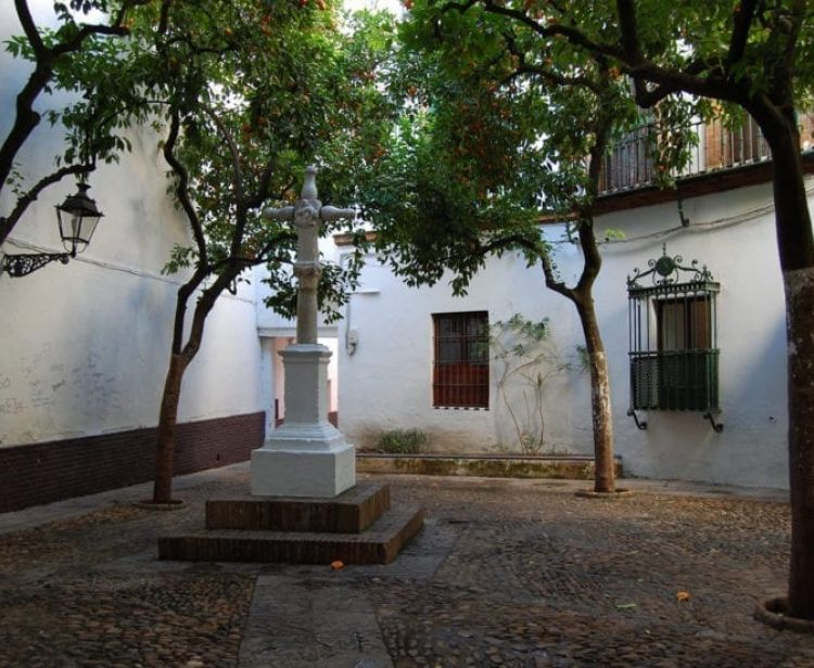 Индивидуальный тур: Квартал Санта Круз и площадь Испании